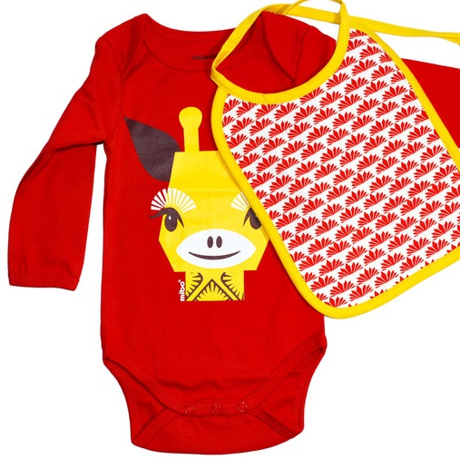 Baby gift set: organic cotton matching bodysuit, bib, suitcase – Giraffe
