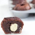 Dark chocolate fondants with a white chocolate heart SQ