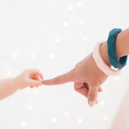 Teething bracelet for mum, pearly pink – MintyWendy
